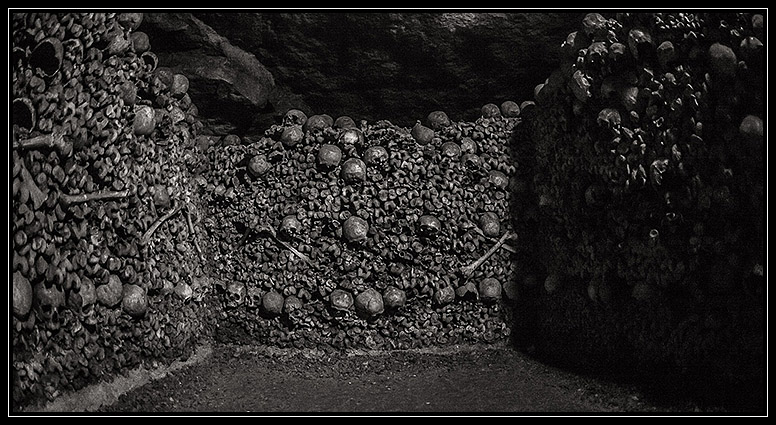 Catacombes de Paris stacked bones skulls catacombe - Traveling ...